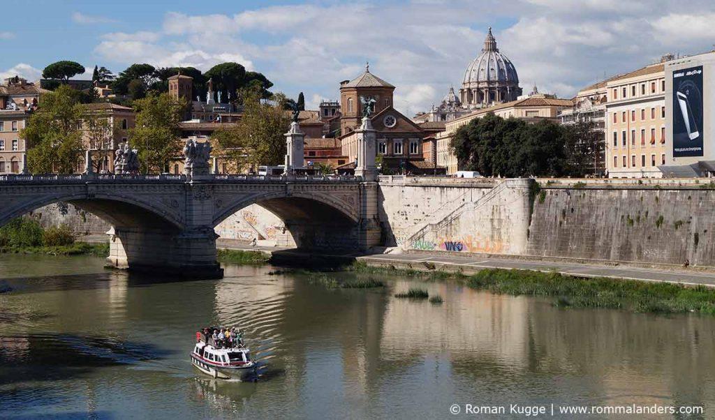 Bootsfahrt auf dem Tiber in Rom