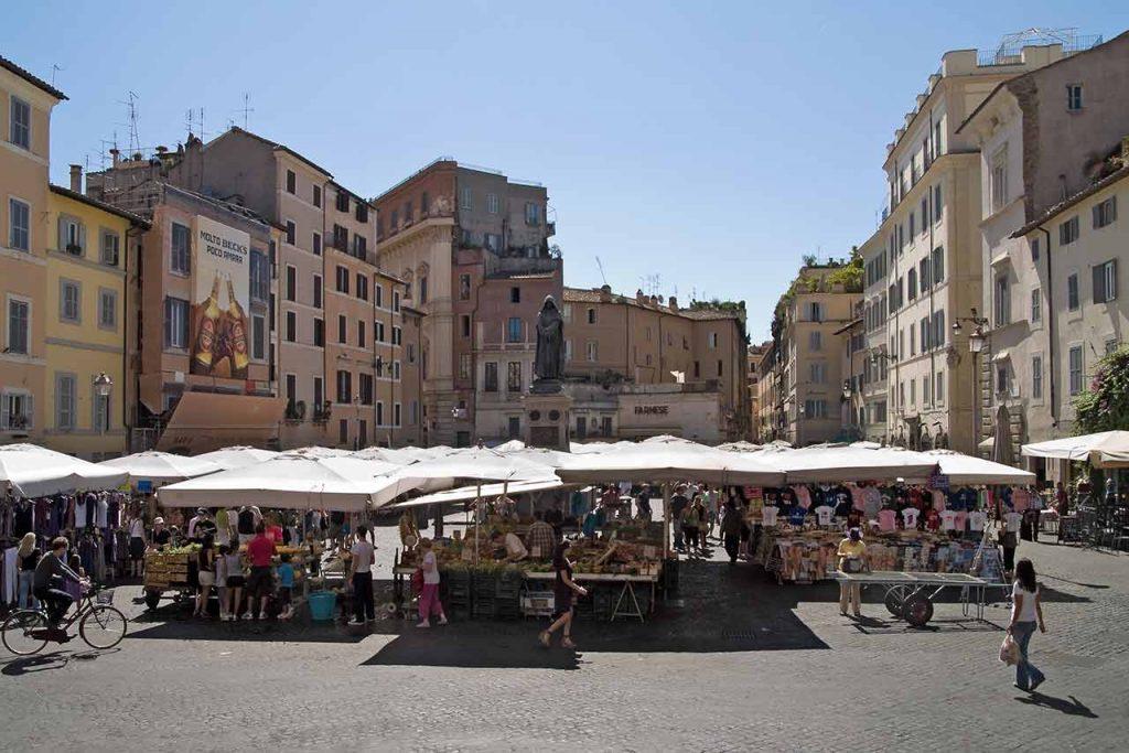 Platz Campo de Fiori in Rom und Markt