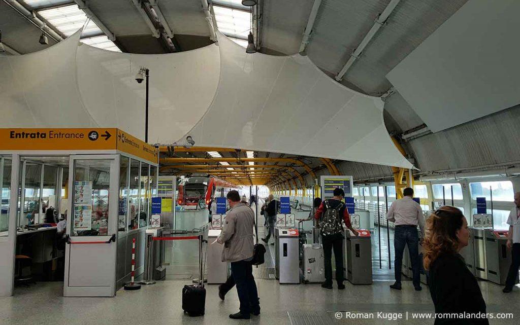 Schranke Bahnsteig Leonardo Express Flughafen Rom Fiumcino
