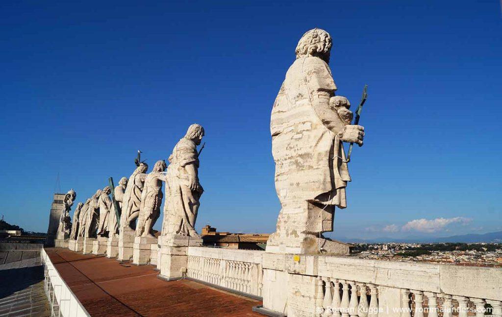 Statuen Dach Vatikan Petersdom