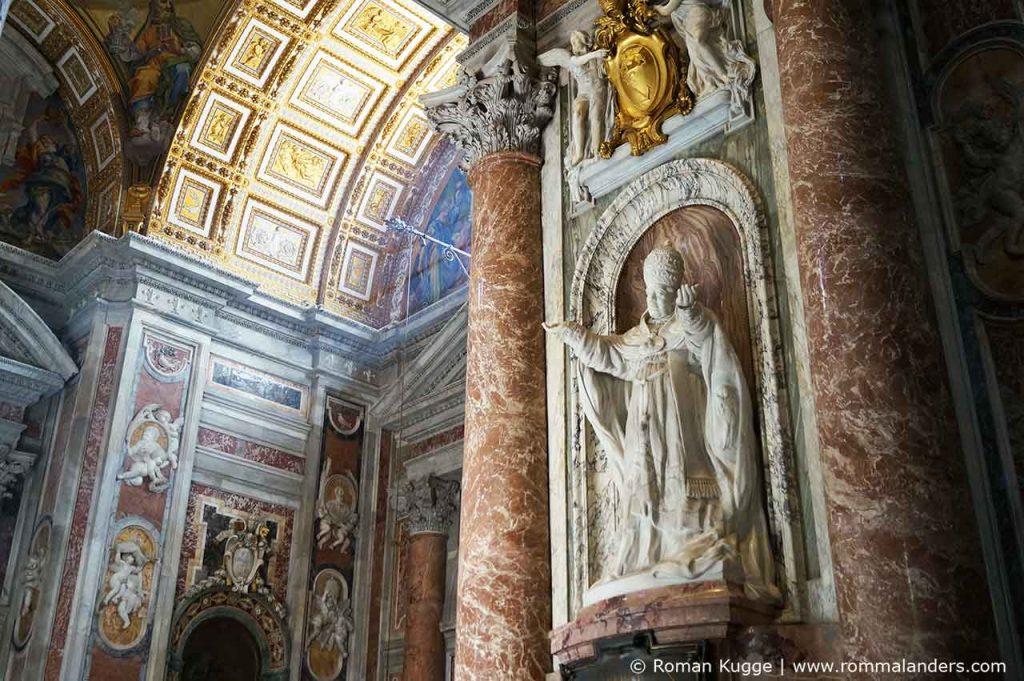 Petersdom in Rom Statue