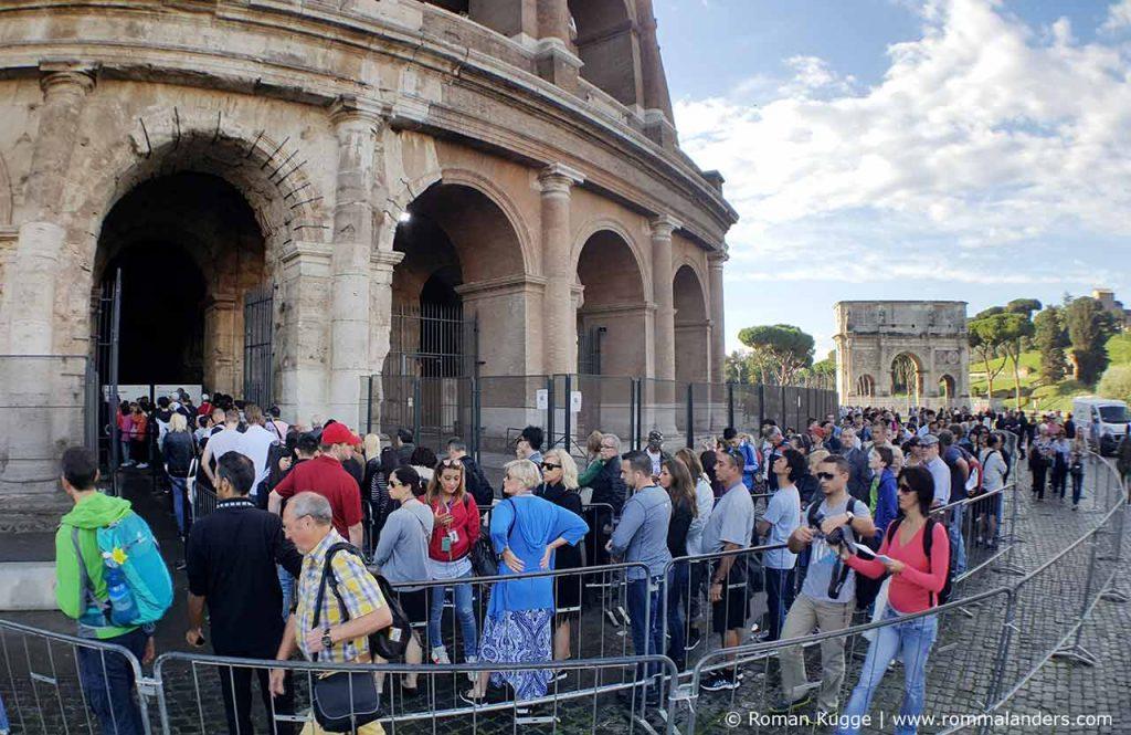 Wartezeiten Warteschlange Kolosseum Rom
