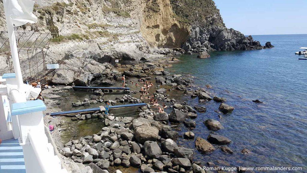 Strand Baia di Sorgeto Ischia (1)