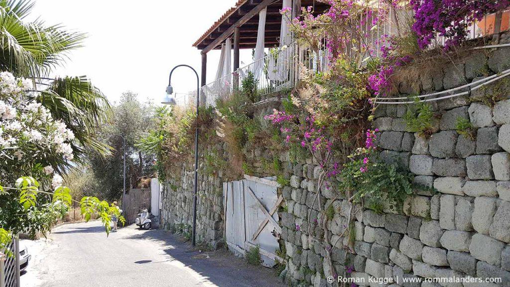 Weg zum Baia de Sorgeto Strand auf Ischia