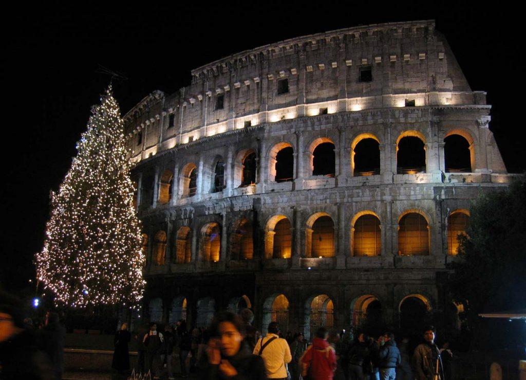Weihnachten in Rom Weihnachtsbaum Kolosseum