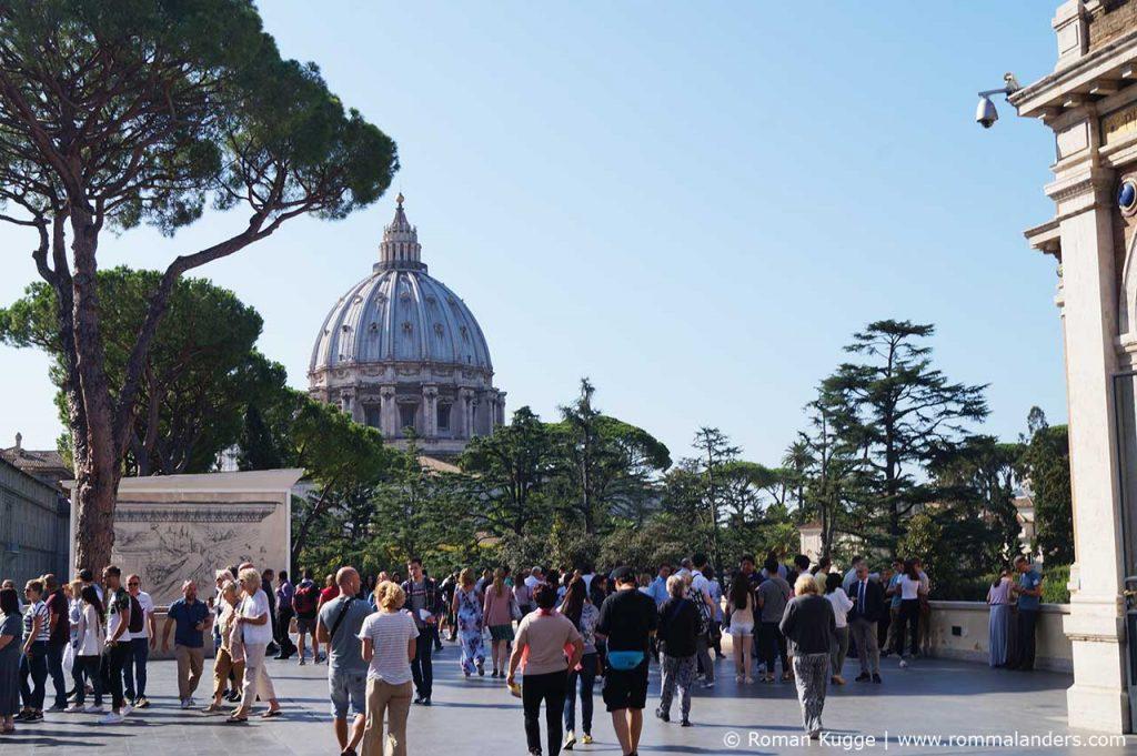 Vatikanische Museen Blick auf Petersdom
