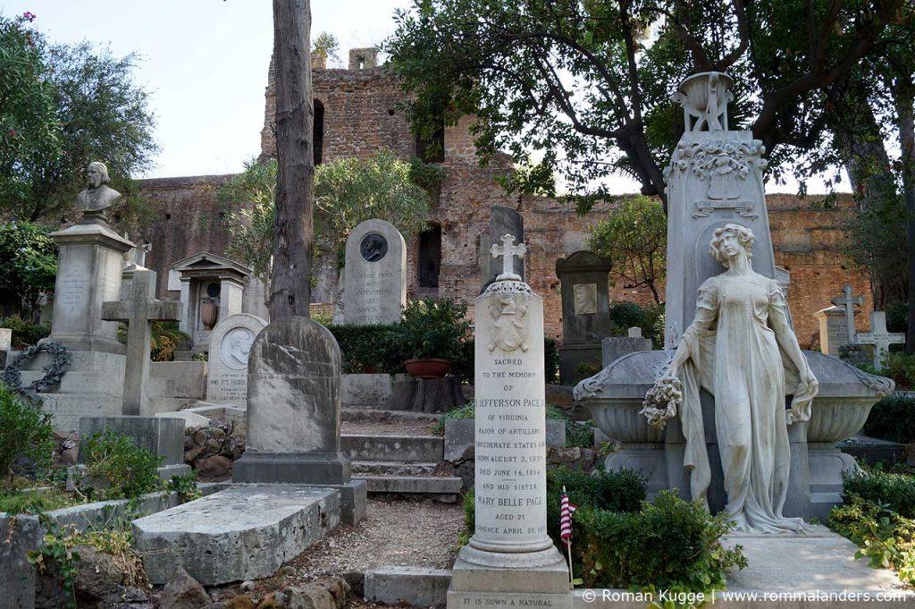 Katzen Pyramide Friedhof Rom