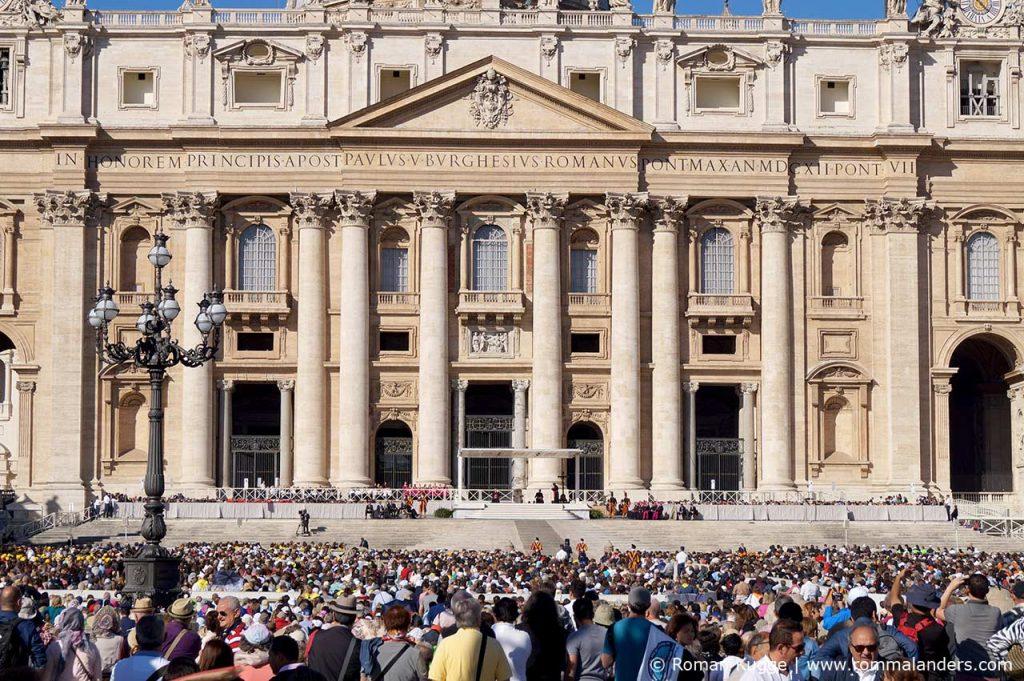 Papstaudienz Podium