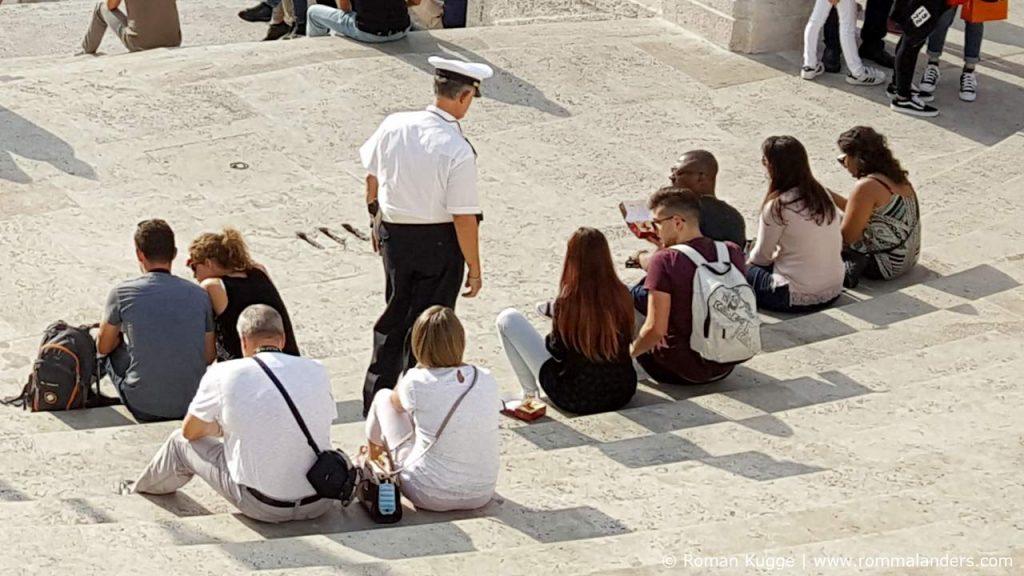 Sitzverbot Spanische Treppe Rom Ordnungshüter